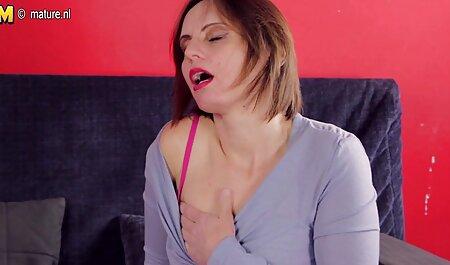एक ग्राहक के साथ समूह सेक्सी मूवी वीडियो इंग्लिश में भाग लेने वाले दो बेड,