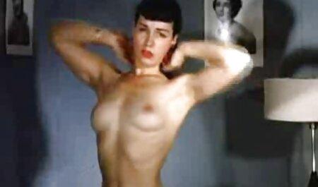 कुकोल्ड एक औरत का सेक्सी हॉट इंग्लिश मूवी सेक्स मोटापे से ग्रस्त है और बेडरूम में उसके प्रेमी को देखने