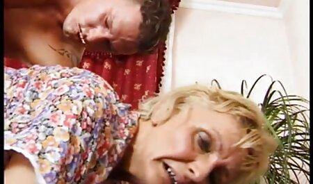 बड़े और सोफे पर खिलौने में टोपी पर बैठने इंग्लिश में फुल सेक्सी फिल्म