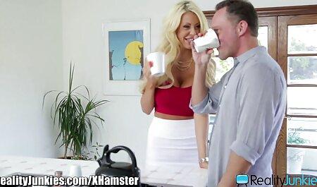 क्लूनी के लिए साथी और एक छोटे निप्पल सेक्सी हॉट इंग्लिश मूवी के साथ एक युवा नर्तकी