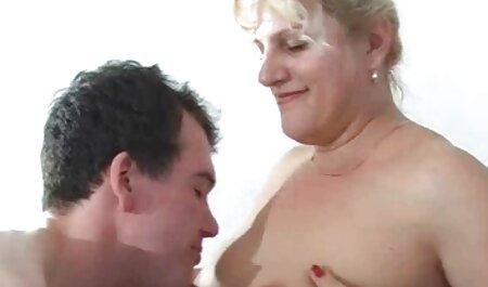 बिस्तर में अच्छा है, इंग्लिश सेक्स मूवी वीडियो जो एक लड़की के साथ