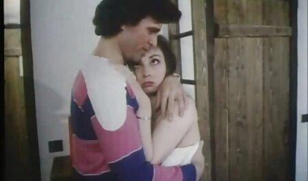 सफेद कपड़ों में लड़की के साथ स्नेहन के बिना इंग्लिश सेक्सी मूवी सेक्स