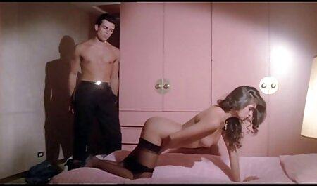 छोटी, बड़ी, बड़ी लिफ्ट उसकी पोशाक और अपने आप को बिल्ली में एक युवक सेक्सी फिल्म इंग्लिश मूवी को दे