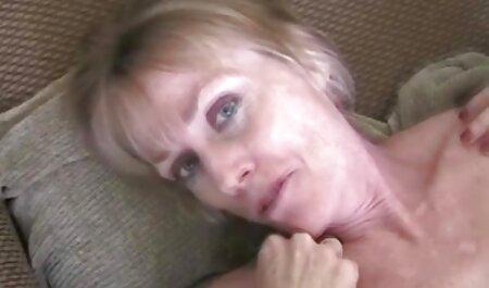 बालों वाले आदमी कालीन पर फुल सेक्सी इंग्लिश मूवी एक जगह में एक रूसी लड़की के साथ यौन संबंध रखने वाले