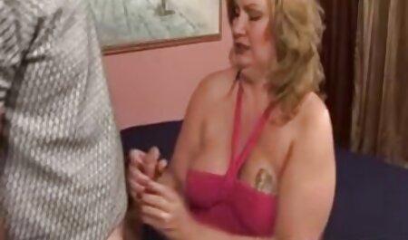 काले महिलाओं के गद्दे पर घुंघराले और धूम्रपान इंग्लिश पिक्चर सेक्सी फुल मूवी की किरणों की मालिश