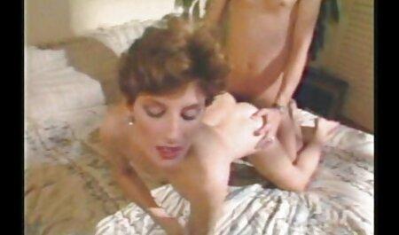 कैमरा के सेक्सी इंग्लिश मूवी पिक्चर सामने पैर दिखा हॉट महिला तंग पैंट