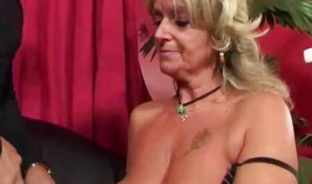महिला बाथरूम और सेक्सी इंग्लिश वीडियो मूवी बिस्तर में एक आदमी पेंच ।