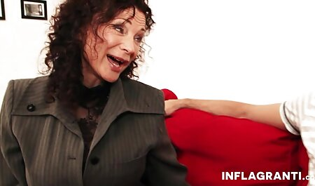 सुनहरे इंग्लिश सेक्सी मूवी वीडियो में बाल वाली योनि अधेड़ औरत चूंचियां