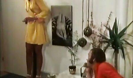 बिस्तर में उसकी माँ सेक्सी इंग्लिश वीडियो मूवी है जो एक माँ के अनुयायियों हाउस