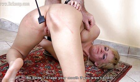 योनि कास्टिंग में उसके शरीर पर टैटू के साथ सेक्सी बफ इंग्लिश मूवी युवा अभिनेत्री चिल्ला मैन