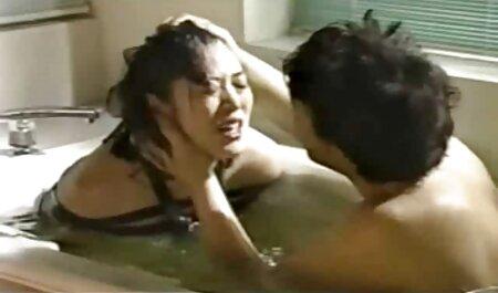 सुंदर, इंग्लिश सेक्स मूवी फुल सौंदर्य, छोटे बाल, एक पकड़ मुंह में एक दोस्त को निगल और योनि में लाने