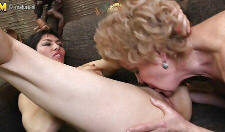 संचिका हाथ इंग्लिश हिंदी सेक्स मूवी मिलाते हुए और चिकन पर ढक्कन धक्का मोटी कोच है