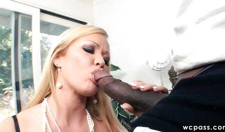 बड़े स्तन के साथ एक लड़की के मनोरंजन के लिए तैयार सेक्सी मूवी इंग्लिश में