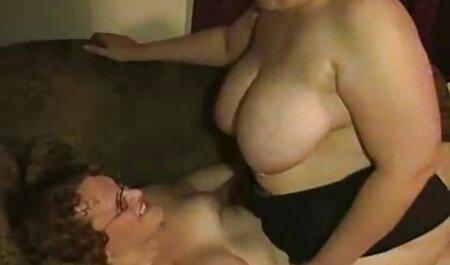 मॉडल छोटे स्तन और गोरा के इंग्लिश सेक्सी मूवी साथ खेलता है