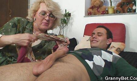 एक यूनाइटेड उसके शरीर पर एक इंग्लिश पिक्चर सेक्सी मूवी टैटू के साथ मोटी गधा स्तन धक्का